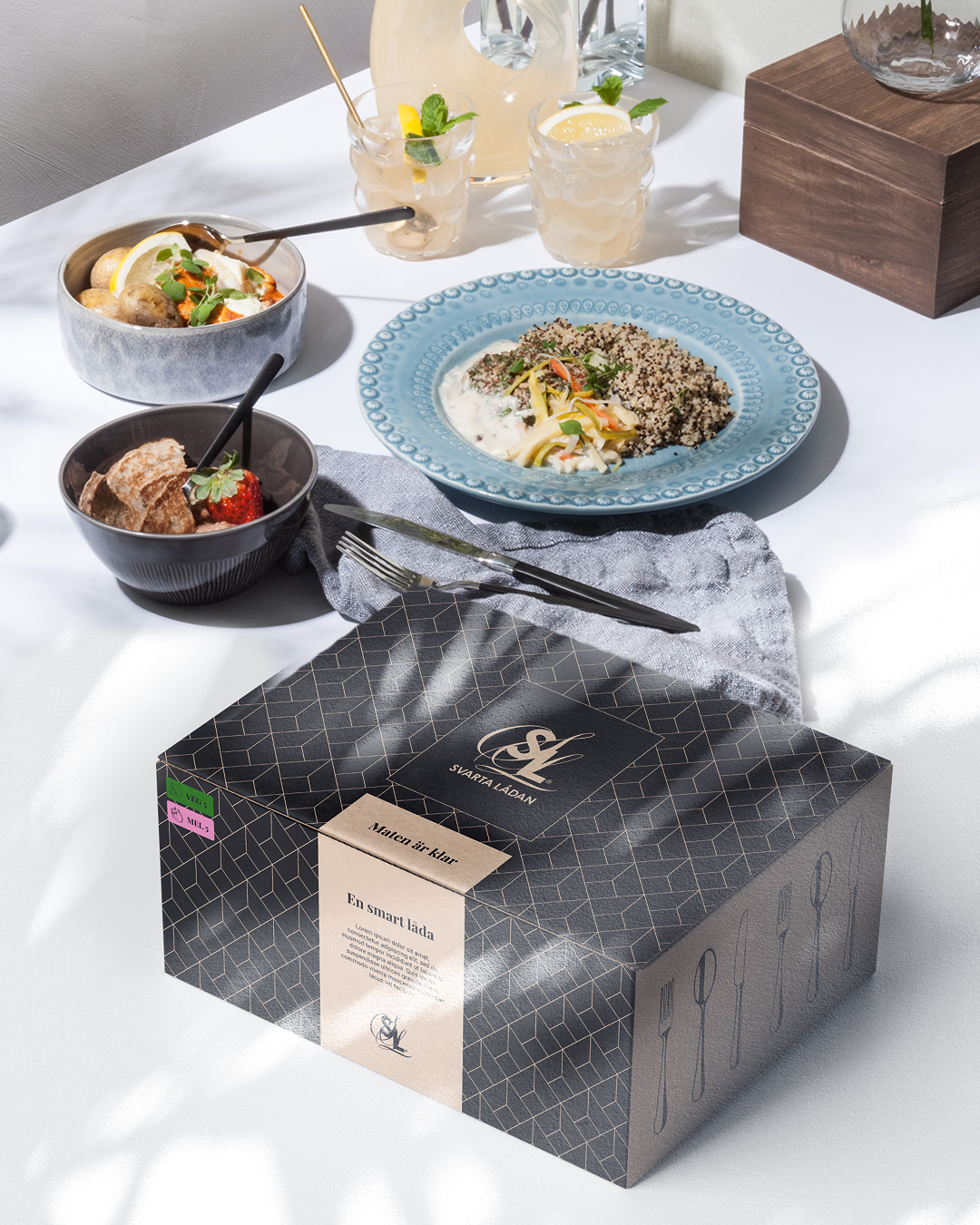 Svarta Lådan bild med mat och låda för leverans